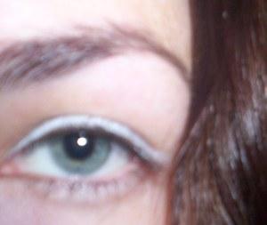 کاربرد مداد سفید در آرایش